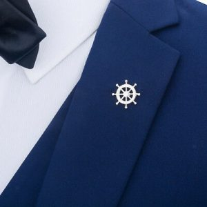 Nautical anchor brooch on men´s suit